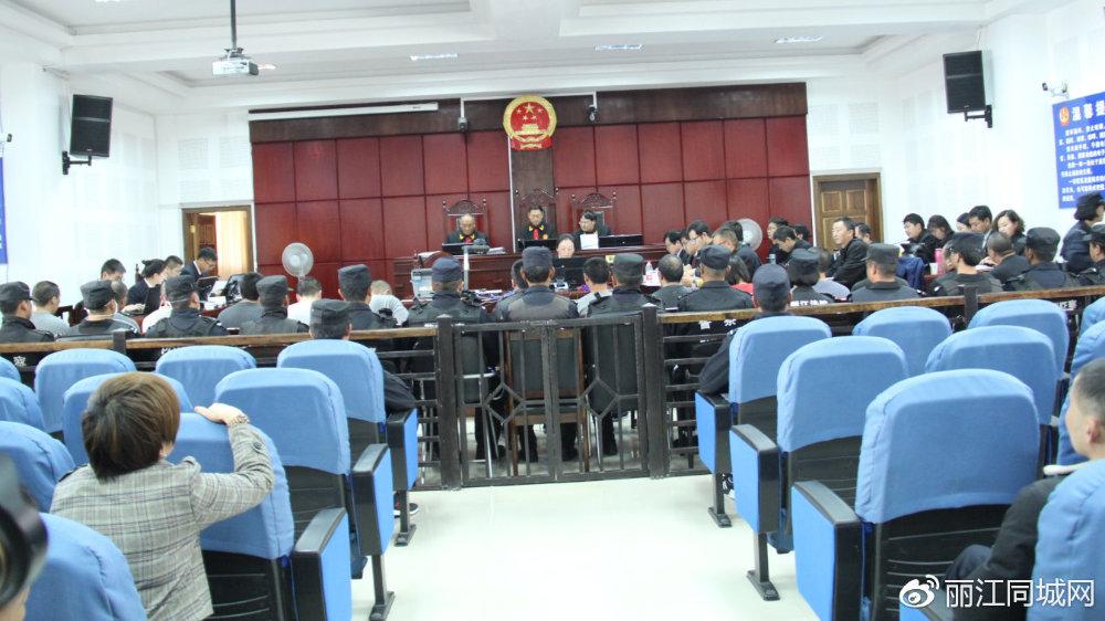 涉嫌组织卖淫罪、寻衅滋事罪、抢劫罪的丁某前等15人依法受审