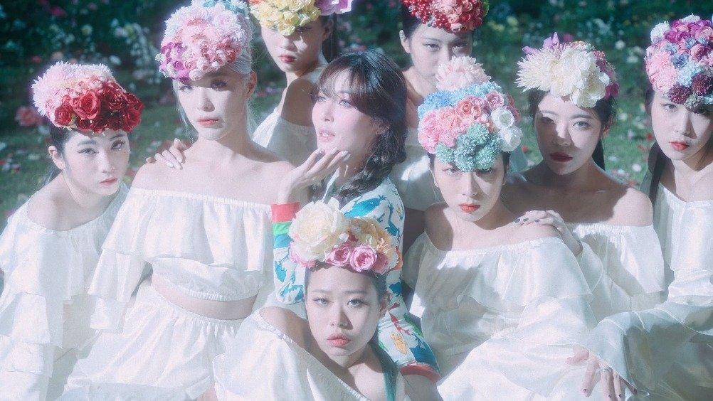 韩剧新女团hyuna的最新歌曲mv《HyunA - Flower Shower》画面非常唯