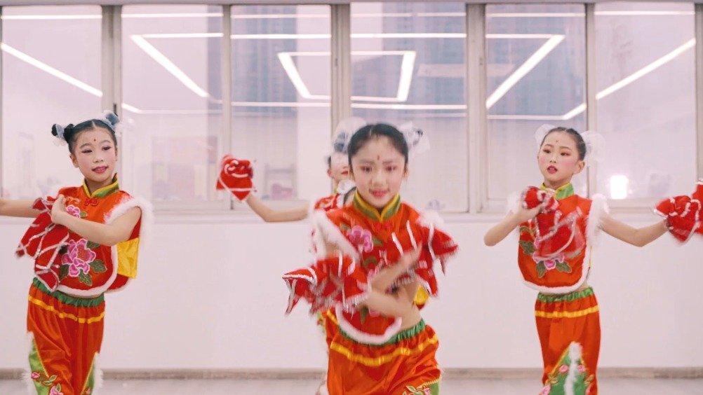 少儿中国舞《冬去春来》,龙飞凤舞的春联贴起来