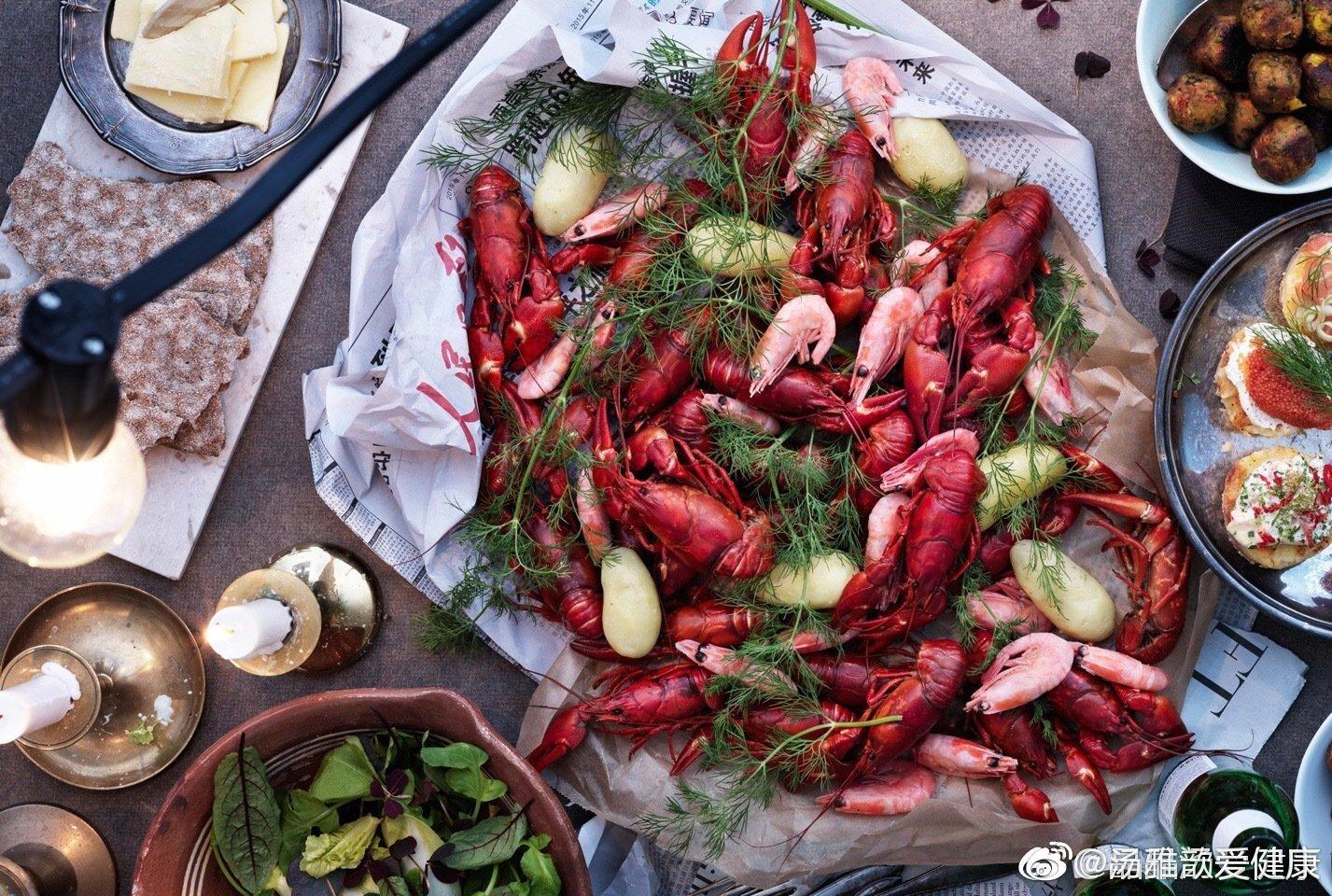 瑞典人每年夏天都有小龙虾party