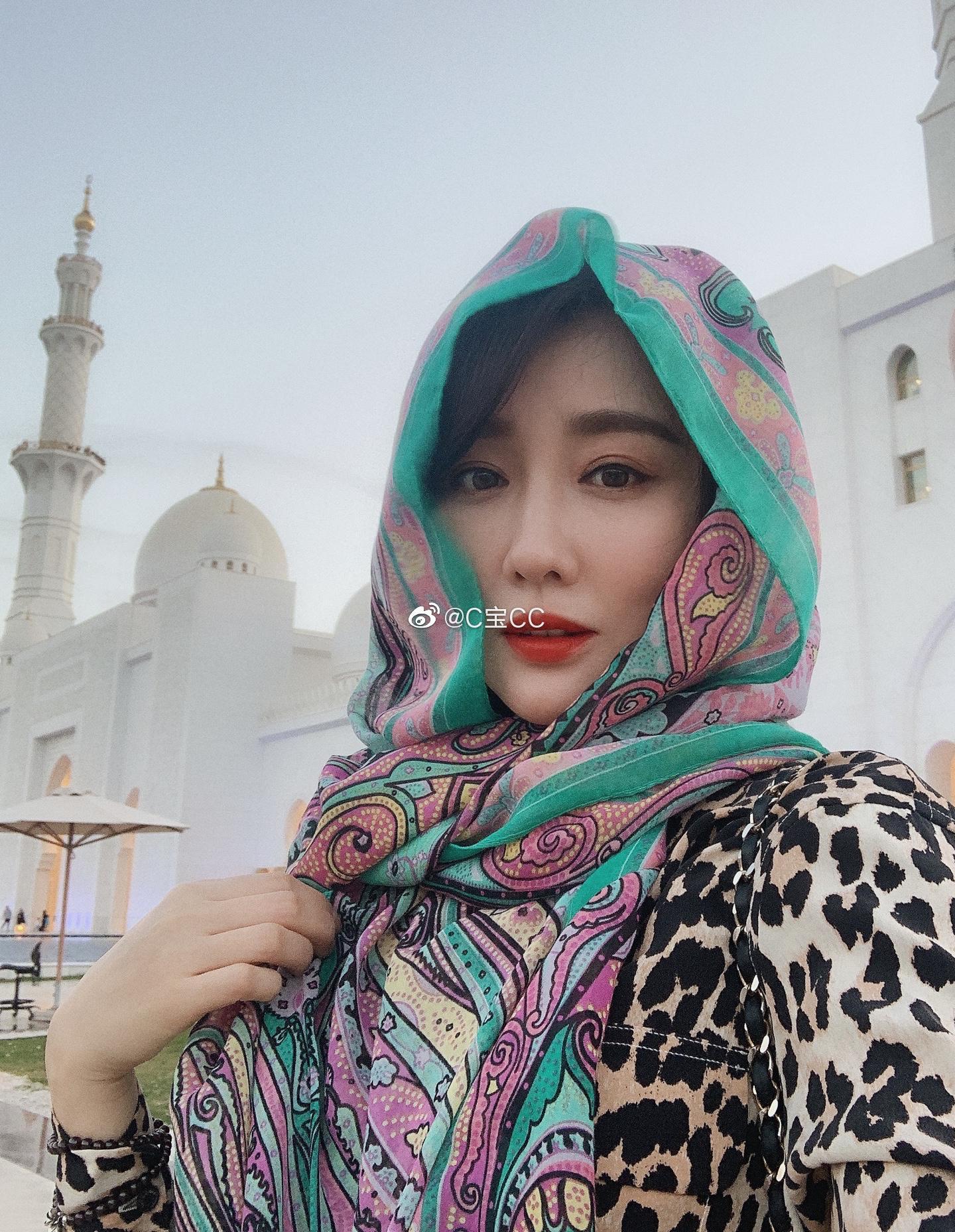 阿布扎比最值得去的地方一是卢浮宫,再就是谢赫扎耶德大清真寺了