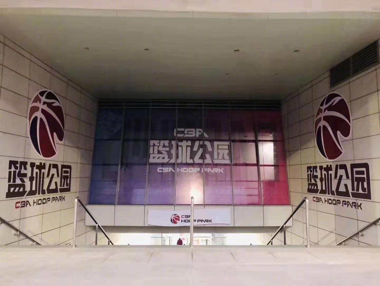 CBA篮球公园落成了,青岛的小伙伴们又多了一个可以打球的地方。