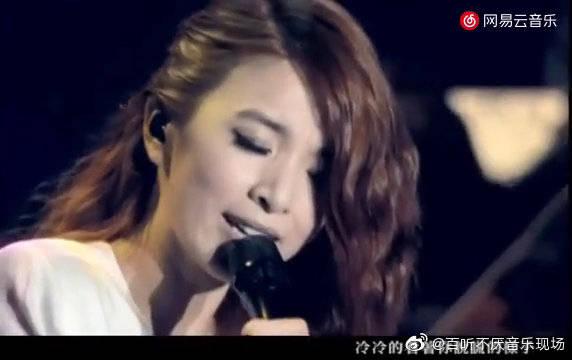 田馥甄最经典的翻唱《囚鸟》,平平淡淡的演绎,仿佛对话般的诉说