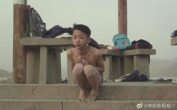 《地久天长》是由王小帅执导,王景春、咏梅领衔主演