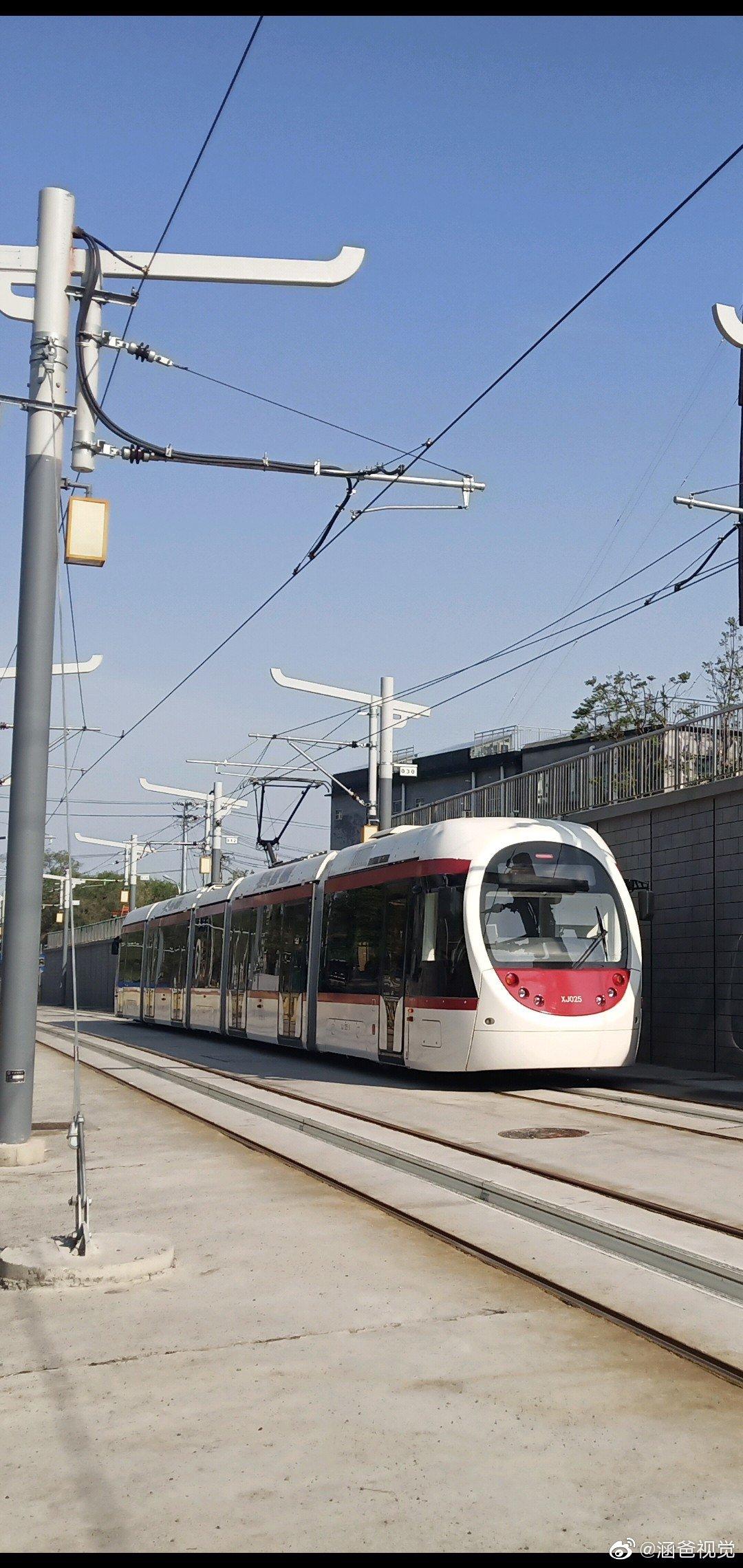 还是比较喜欢西郊线巴沟至香山段的有轨电车