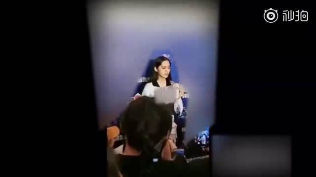 欧阳娜娜在接受媒体采访时称她和王源一起在国外求学的时候