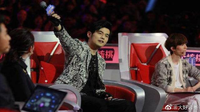 以后综艺节目千万不要让周杰伦开口唱啊,瞬间变成个人演唱会!