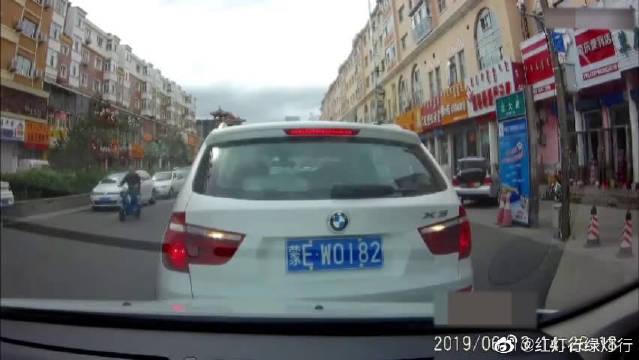 开车途中要与前车保持安全车距,避免类似事故的发生!