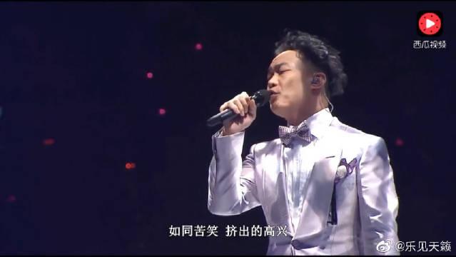 Eason陈奕迅翻唱《倾城》,一首许美静经典老歌,唱出了新高度。