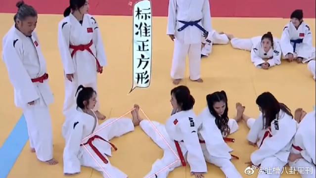 宋茜展示负数劈腿,为了团队荣誉可真拼啊,吓坏宝宝了!