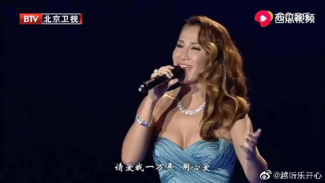 李玟《月光爱人》现场版,歌声触动心弦,嗓音太迷人