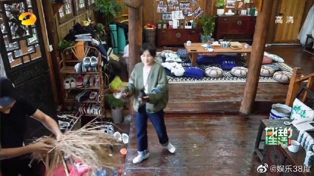 向往的生活:彭昱畅张子枫互动合集,捕鱼和抓鸭子的场面太搞笑
