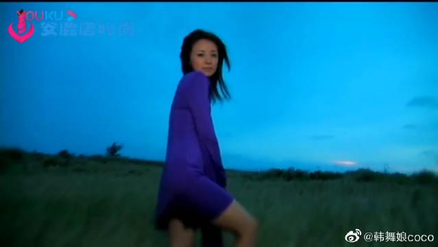 日韩时尚拍摄:清纯小姐姐裙角清飞扬,定格这一刻的美丽