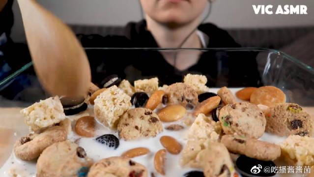 陪吃早餐:迷你米花糖,趣多多,奥利奥,蛋黄饼干,豆曲奇泡