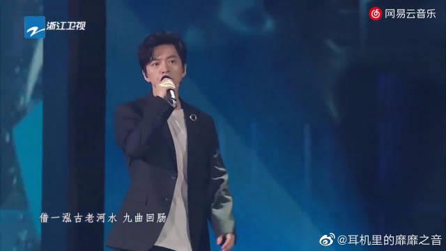 李健在浙江卫视年中盛典上,翻唱毛不易的《借》