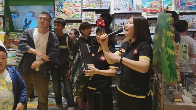 万象汇乐高店周年庆拍卖,1200,走你!8点拍卖迪士尼城堡!