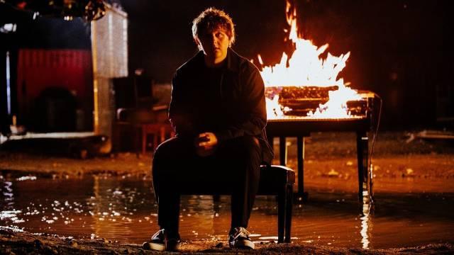 人气英国才子Lewis Capaldi最新主打单曲《Bruises》音乐录像带发布