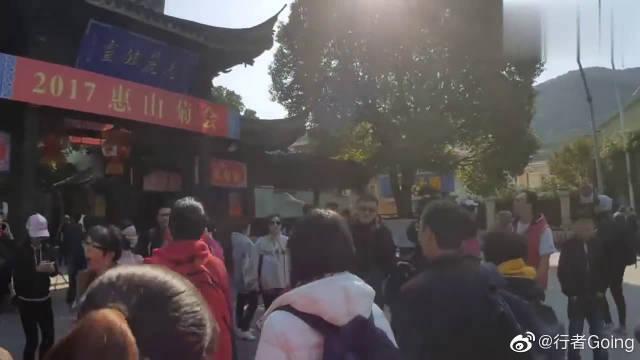 台湾一家人,上海旅行,看了外滩夜景和无锡惠山古镇,游客照走起来