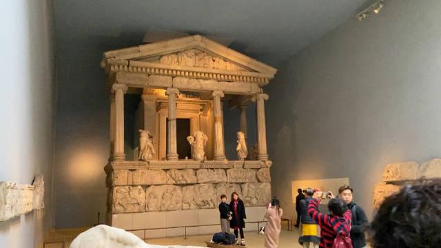 走向世界了,刚才在大英博物馆这个展厅碰到了认识我的网友