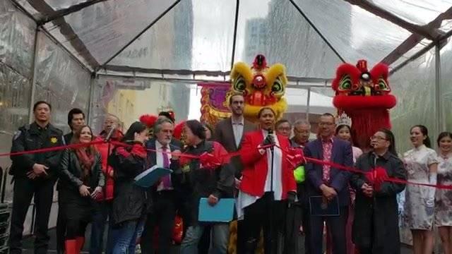 唐人街迎猪年的摆街会,开幕式,旧金山市长致辞,还挺热闹的