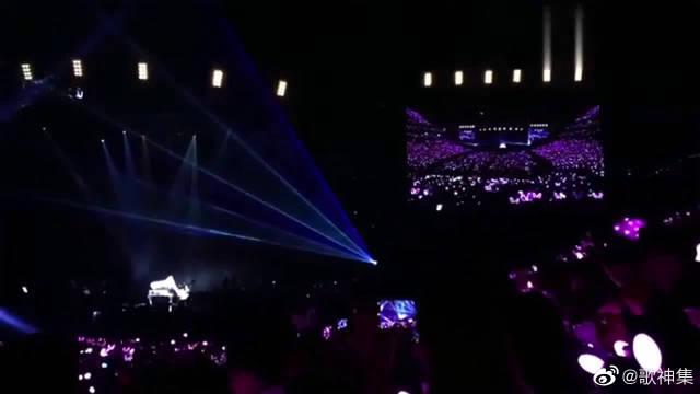 陶喆现身周杰伦演唱会现场,周杰伦献唱《说好不哭》致敬陶天王