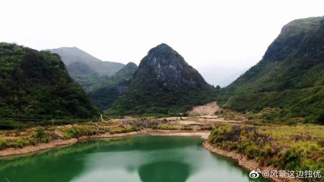 航拍广西山里的神奇公路,随着河流穿洞而过,已成为网红打卡地点