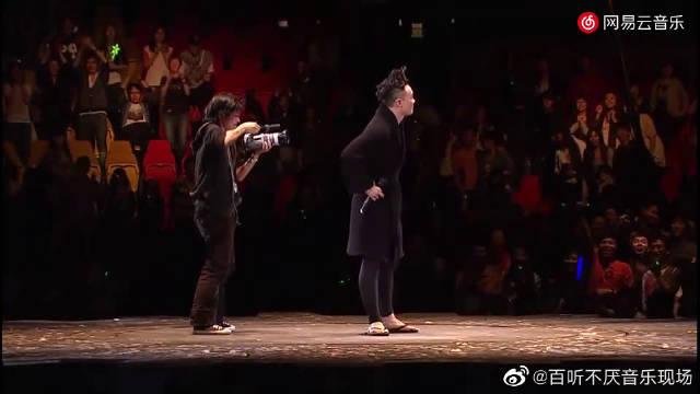 陈奕迅《每次我们说再见》现场版,好羡慕那个摄影师