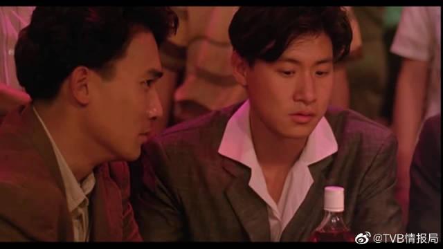 梁朝伟得罪老大,想救他就得喝酒,张学友直接吹完一瓶