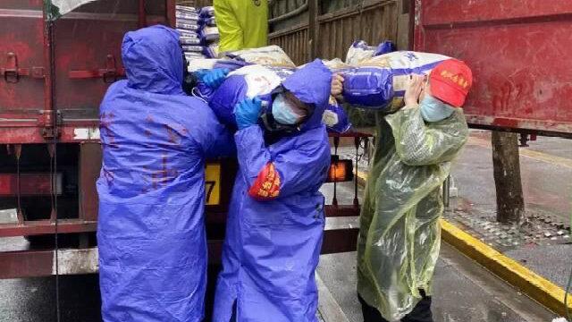 """""""社区居民就是我们的亲人"""" 武汉地铁集团800名下沉队员应战雨雪"""