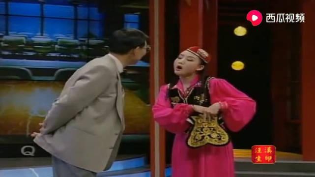 买红妹兰城经典小品《新疆买买提》买红妹初来乍到,大秀舞功