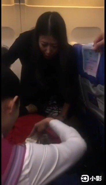 大姨飞机上突然昏迷!《中国机长》式紧急救援在沈阳上空展开