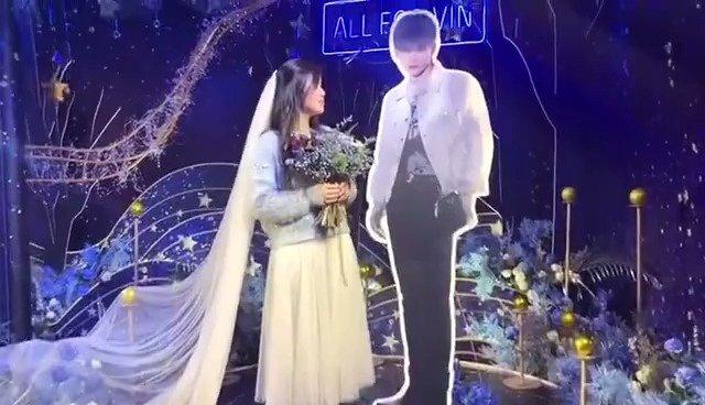 重庆演唱会粉丝场外应援把婚礼现场搬来了极致浪漫的蓝色应援花墙