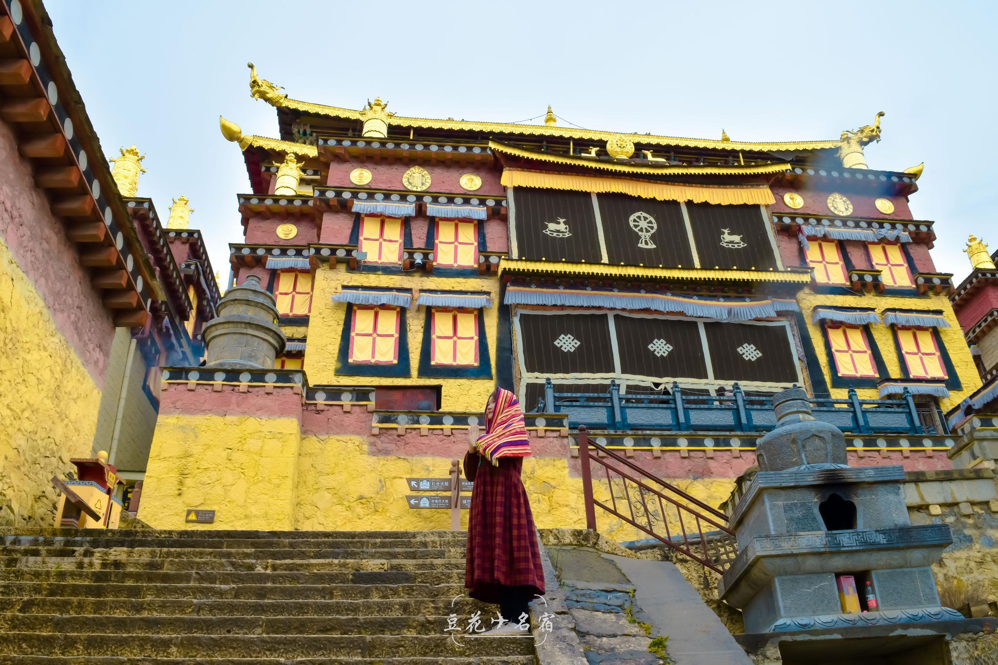 香格里拉和西藏一样,是佛教天堂,到处都是寺庙,处处充满信仰。