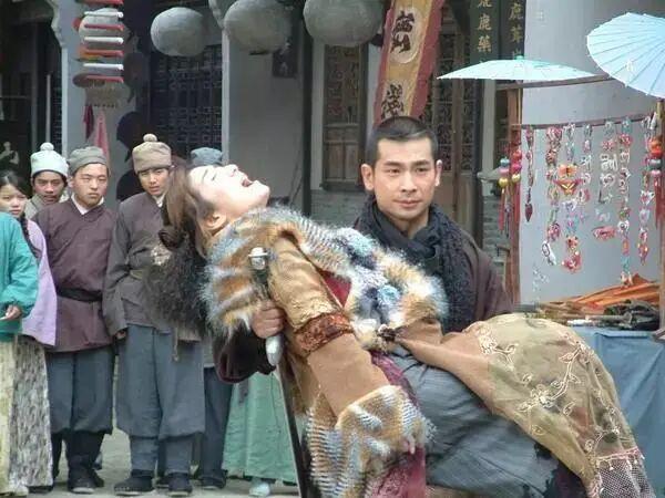 前女友梅艳芳、功夫不输甄子丹,赵文卓是如何走下神坛的?