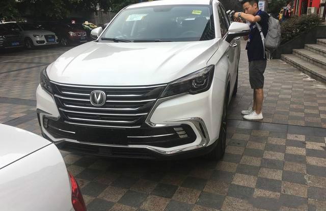 酷似宝马的国产轿跑SUV,2.0T动力超大众 配丰田8AT 价格是惊喜