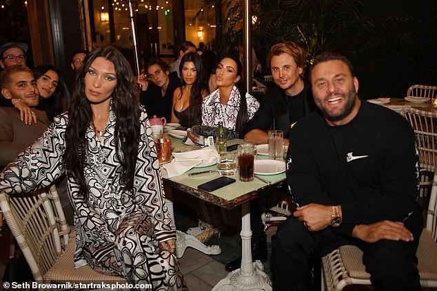 金-卡戴珊美国真人秀代表!迈阿密穿着性感,与明星一起会餐
