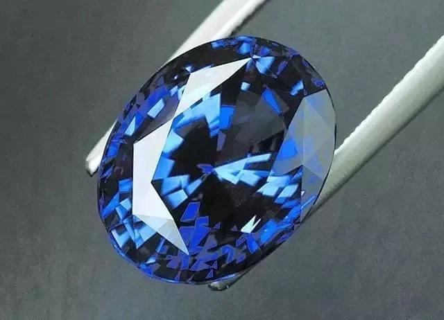 苏富比又出天价蓝宝石?确认过眼神是你想不到的那抹蓝