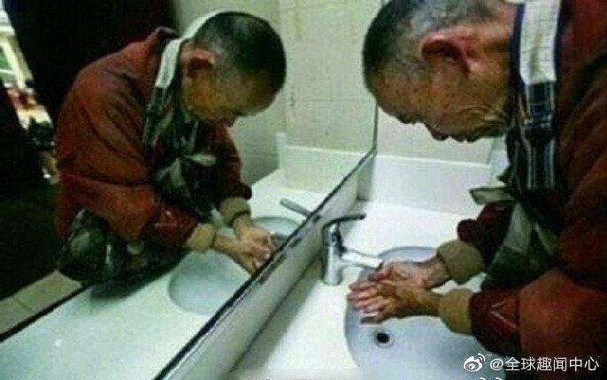 杭州图书馆允许拾荒者入内阅读,唯一要求是:要洗手