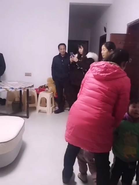 渝F杨总SSS:  今天晚上同小兰侄女看了几家家具店