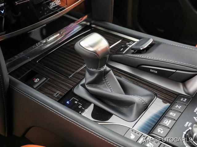 实拍|全新雷克萨斯LX570 巅峰特别版,比老款更炸眼,内饰很赞