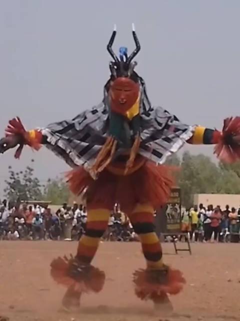 全球最诡异步伐,非洲古罗族佐鲁利人独创!简直是魔鬼的步伐!