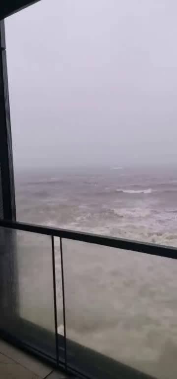 坐标:青岛涵碧楼,还没登陆就已经那么大风浪了,祈祷擦边过