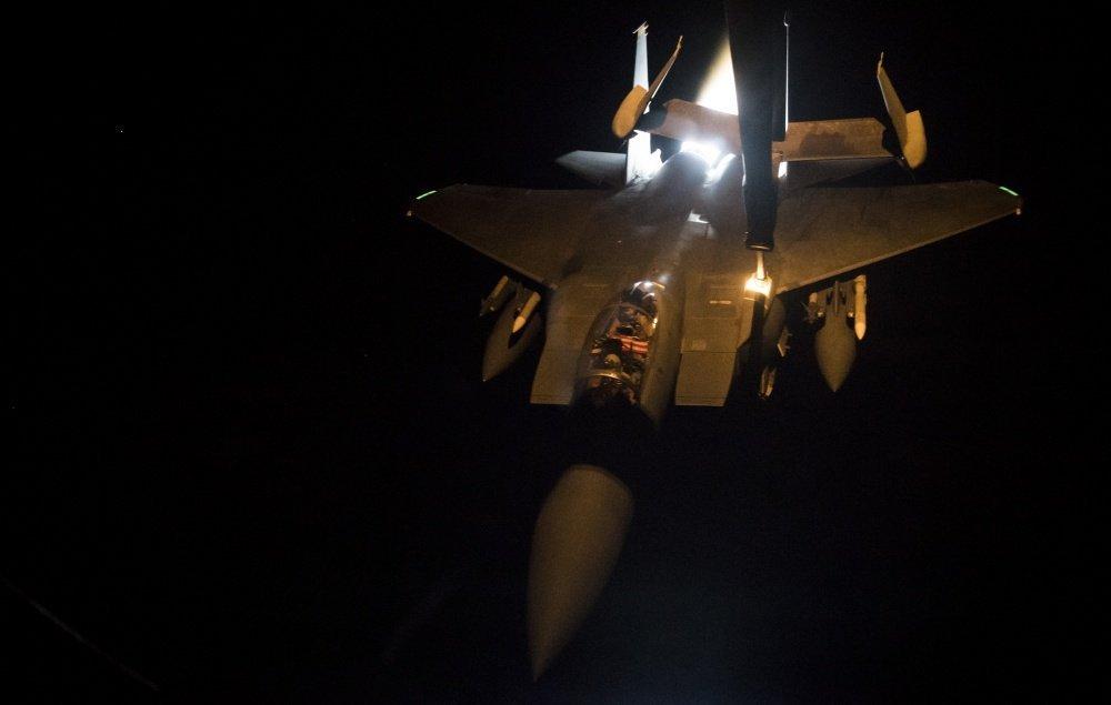 F-15E空中加油时单边开加力