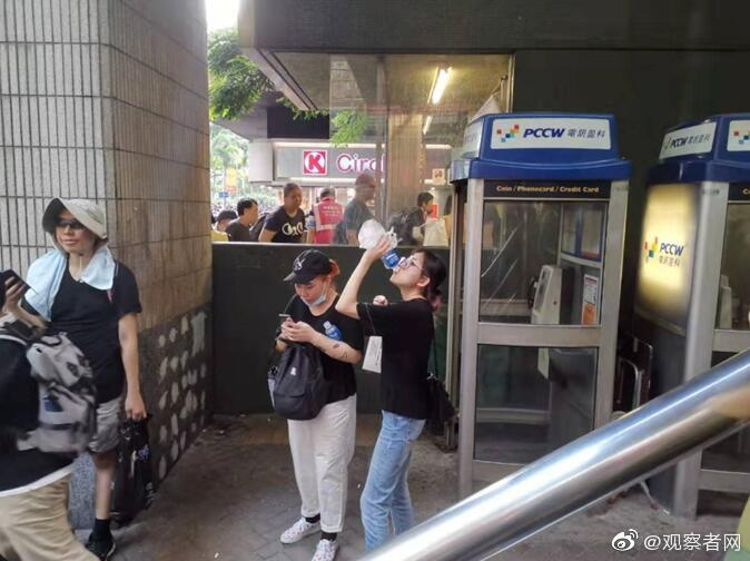 宝矿力水特刚道完歉,香港反对派又在比着喝