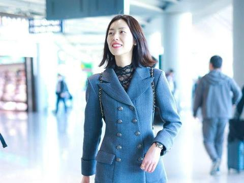 刘雯178的超模身材,平时穿成158的农村干部,审美去哪了?