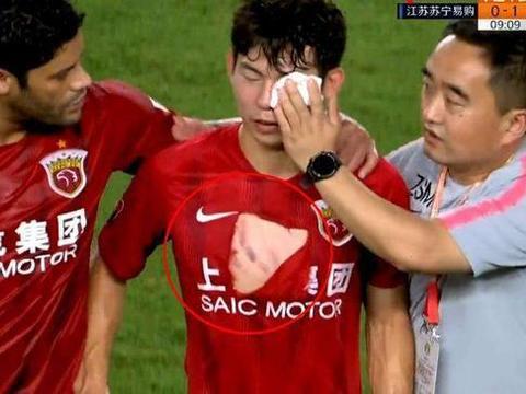 叶重秋踢伤杨世元吃红牌,郑智两连踢吃黄牌,艾迪只是被警告