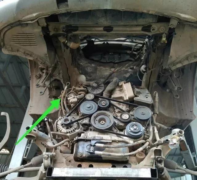 奔驰R350发动机漏水,修理时的工时费,让车主对德系车感慨万千