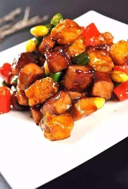 美食推荐:煎烤肉片茄子,鳕鱼丁炒猪颈肉,秘制烧排骨