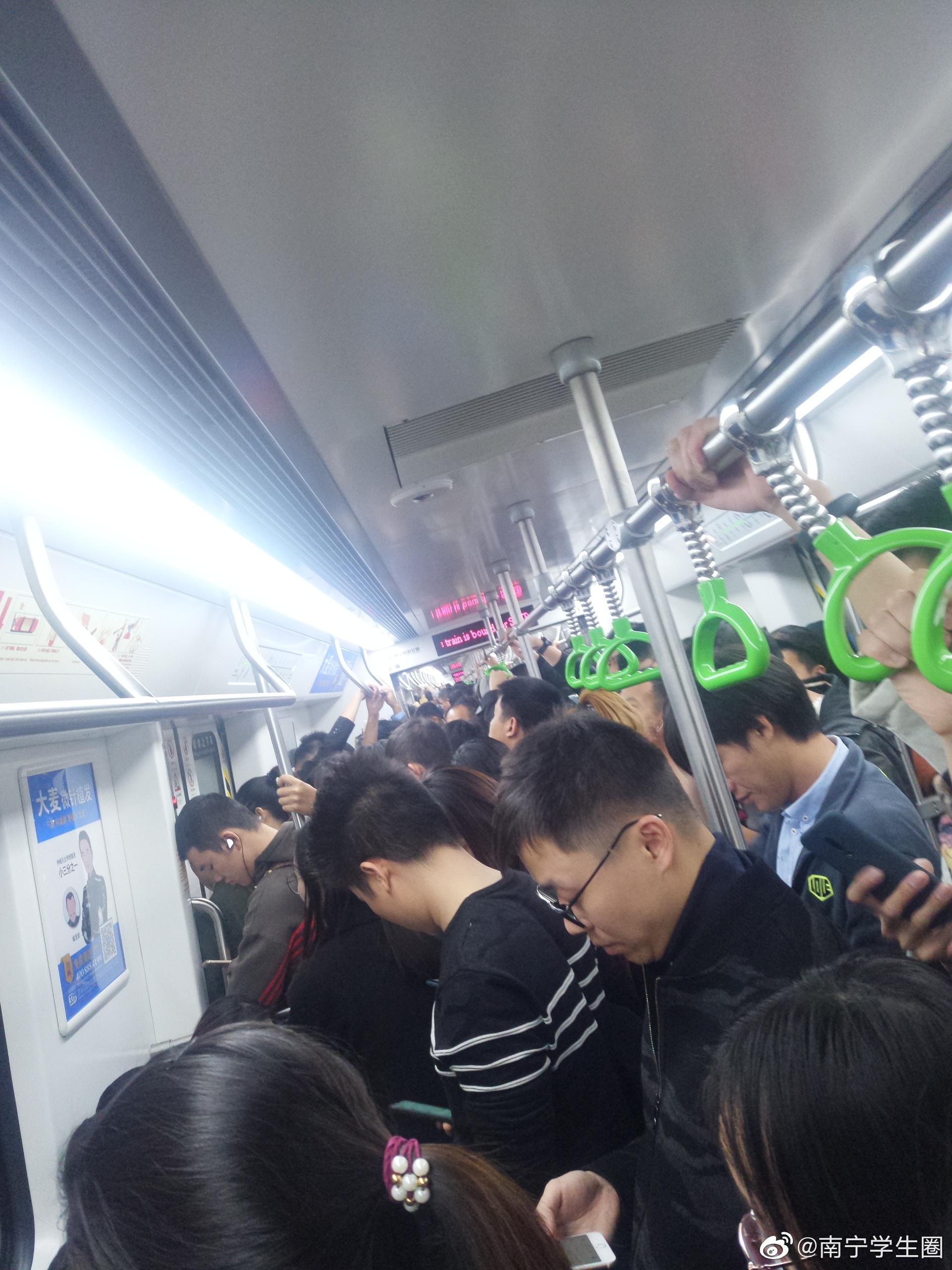 """下班高峰期的地铁一号""""生命线"""""""
