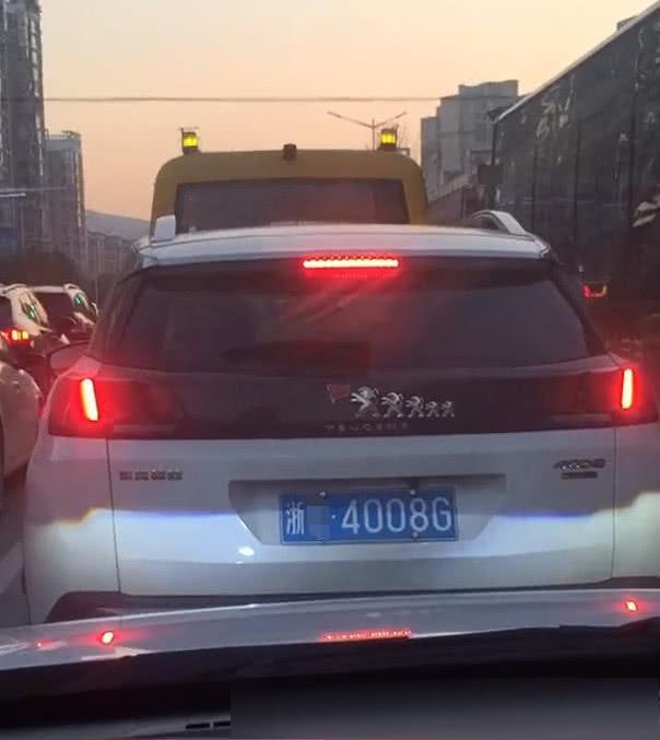"""浙江偶遇5个""""车标""""的标致,当看到车牌时,不相信自己的眼睛!"""